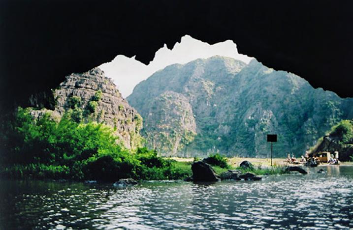 Động Thiên Tôn - Ninh Bình