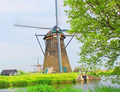 chiếc cối xay gió-biểu tưởng của nước Hà Lan